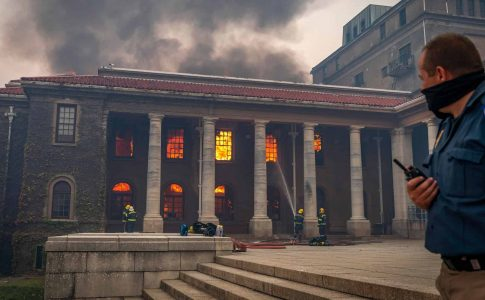 incendio biblioteca fuego