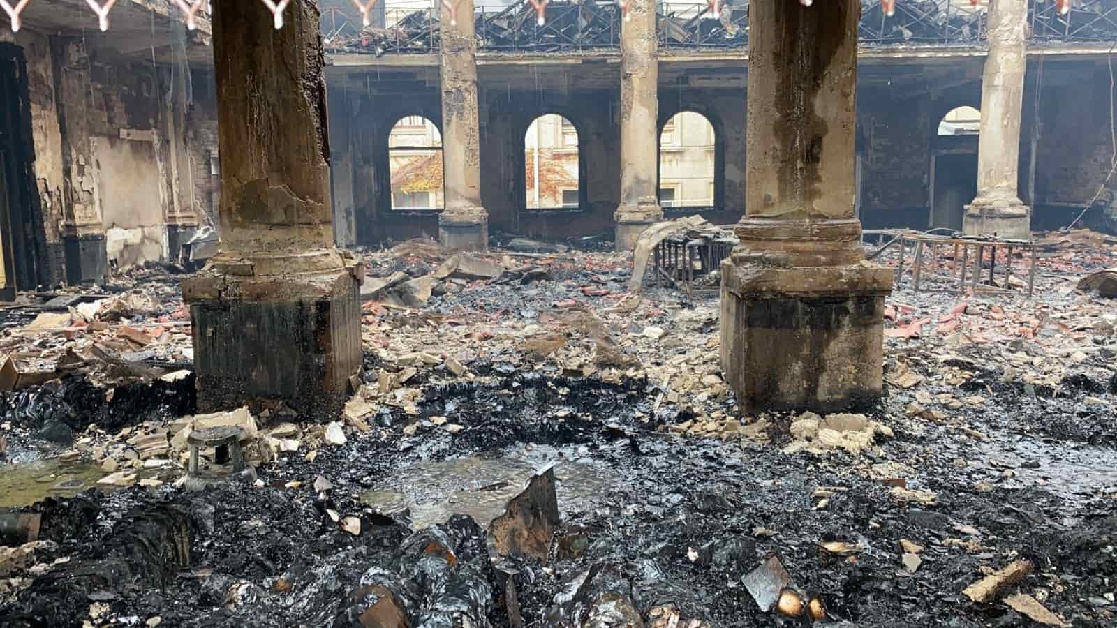 incendio biblioteca interior
