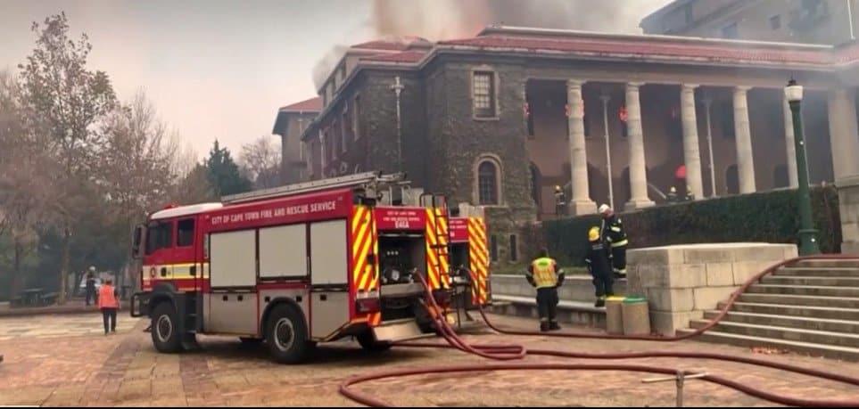 incendio biblioteca bomberos